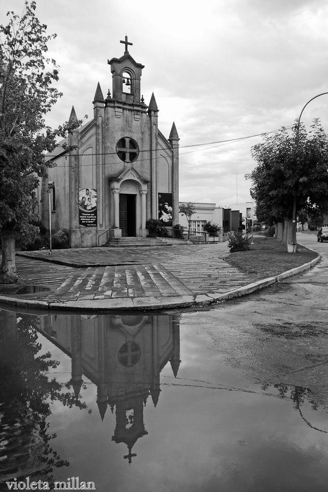 IGLESIA DE LA COMUNIDAD DE NICANOR OTAMENDI