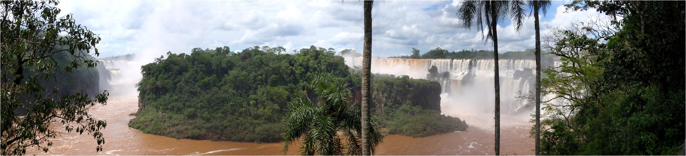 Iguazu - Versuch einer Gesamtansicht (Argentinien)