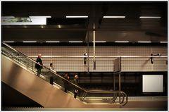\ iiii \ | Die Rolltreppe