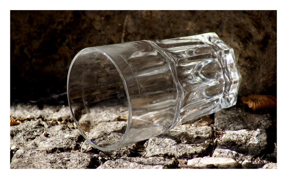 Il bicchiere abbandonato