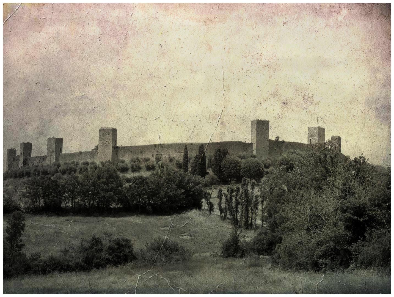 Il borgo fortificato.
