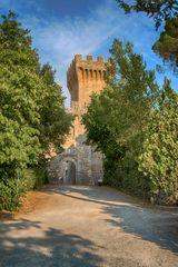 Il castello di Spedaletto in val d'orcia