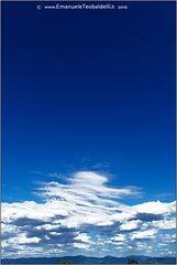 Il cielo e' blu sopra le nuvole