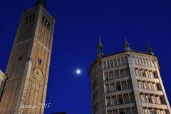 Il Duomo, il Battistero...e la luna.....