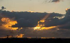 Il gazometro, il sole e qualche nuvola