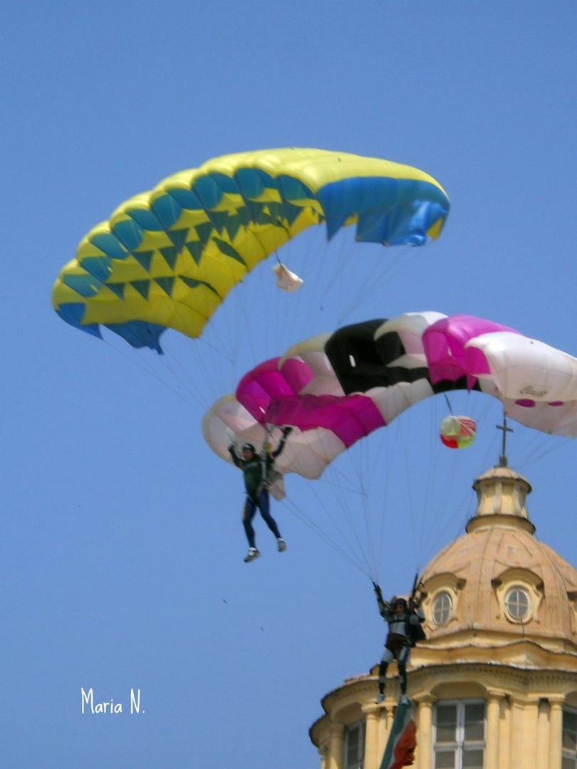 il lancio dei Parà, a Piazza Castello: TORINO