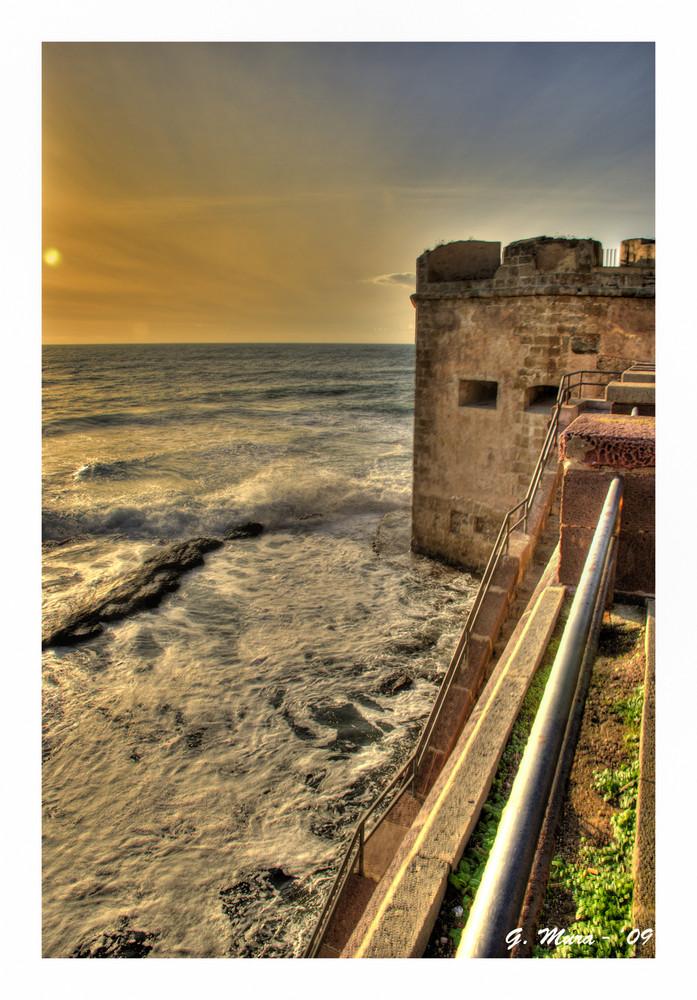 Il mare, impetuoso al tramonto...