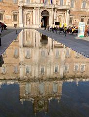 Il Palazzo Ducale di Modena si riflette...