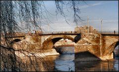 Il ponte stile romano sul fiume Ebro