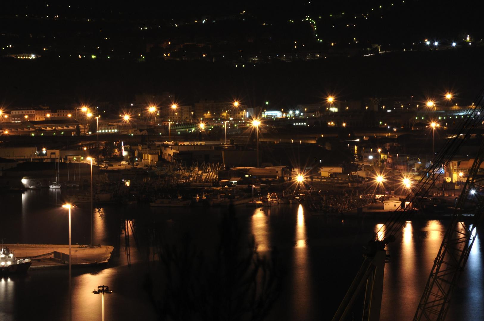 il porto di ancona in notturna