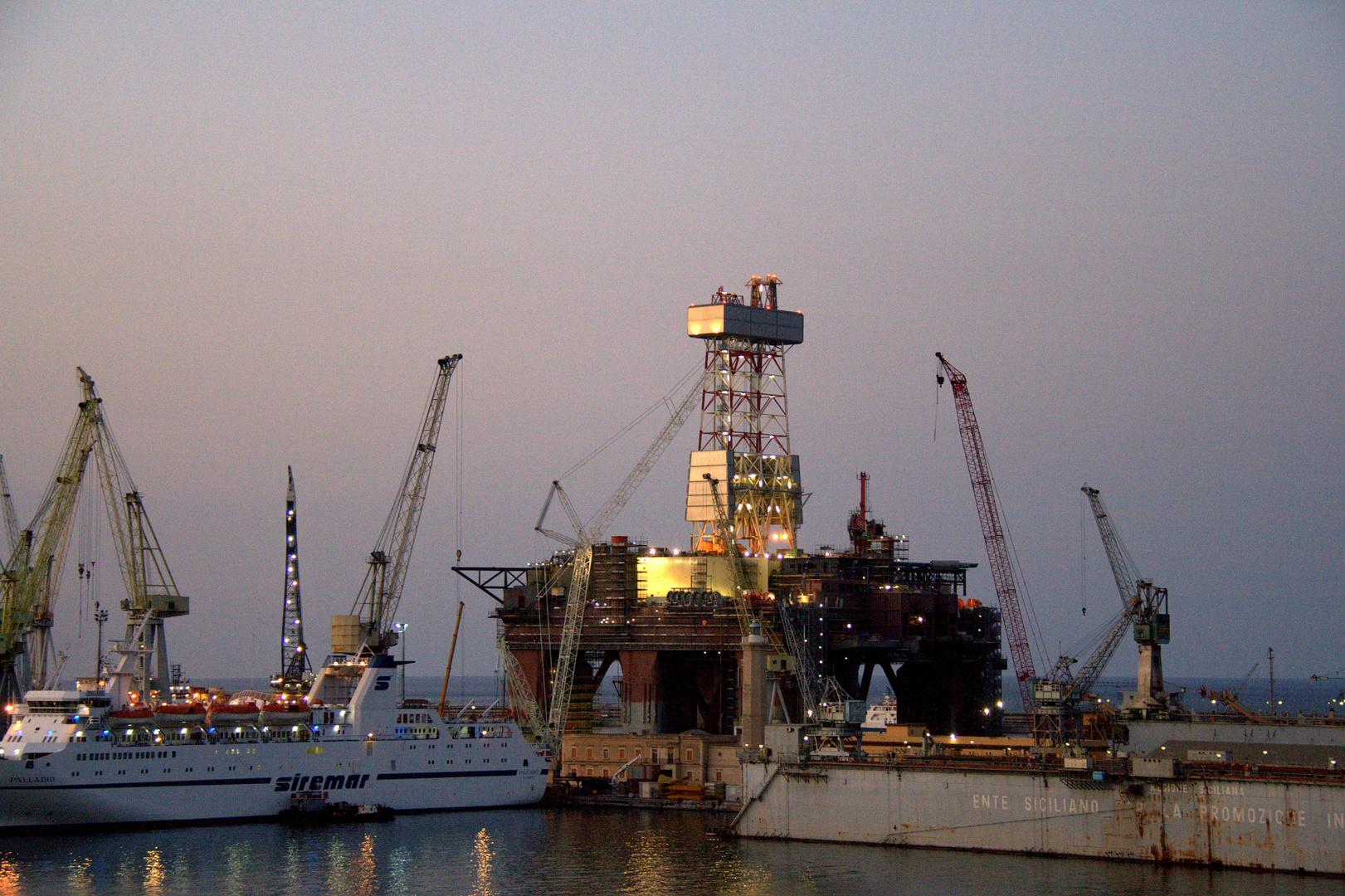 il porto di Palermo al tramonto.