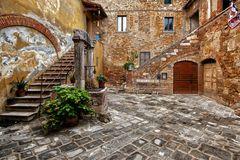 Il pozzo nel cortile medievale