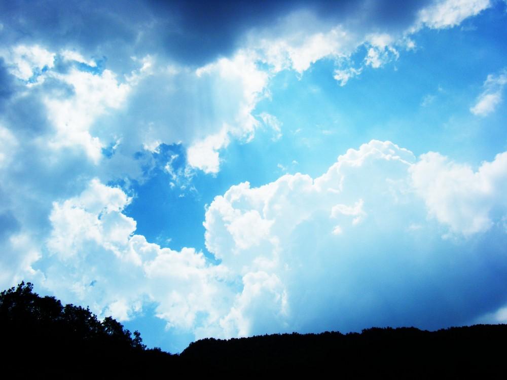 il sole c'è sempre..anche dietro alle nuvole.