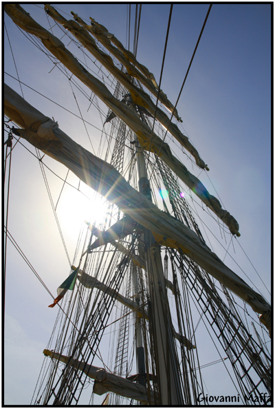 il sole oltre le vele...............