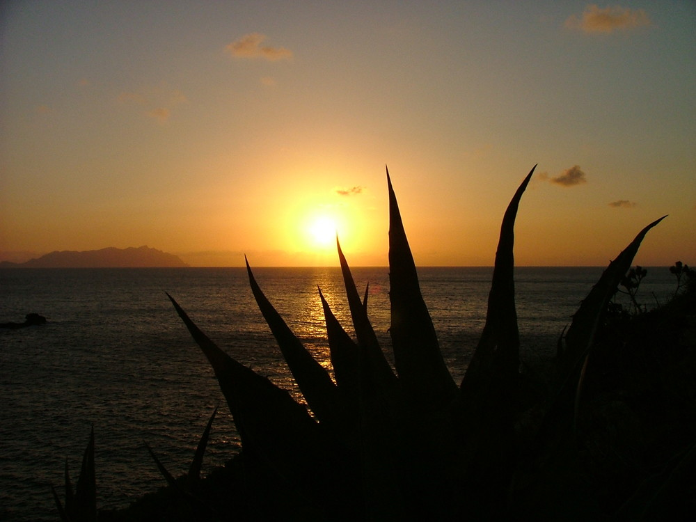 Il tramonto visto dal Faraglione di LEVANZO