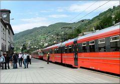 Il treno Oslo-Bergen a Voss.