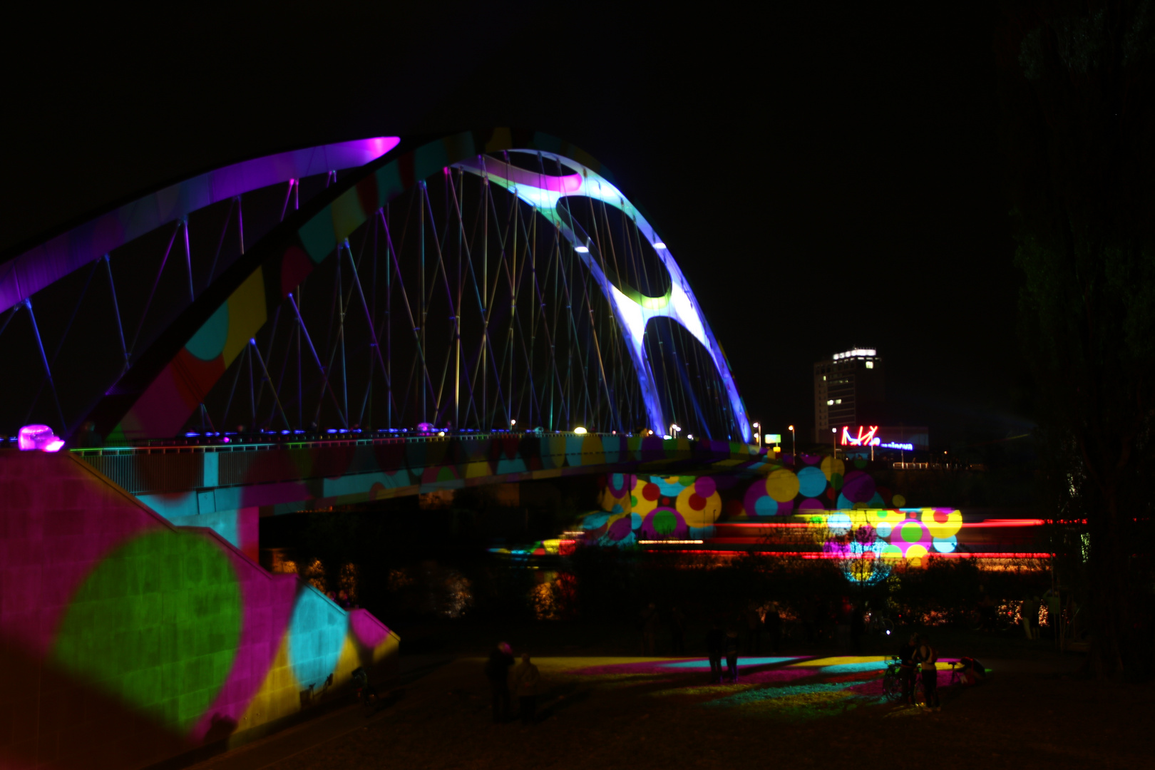 Illuminierte Osthafenbrücke 2
