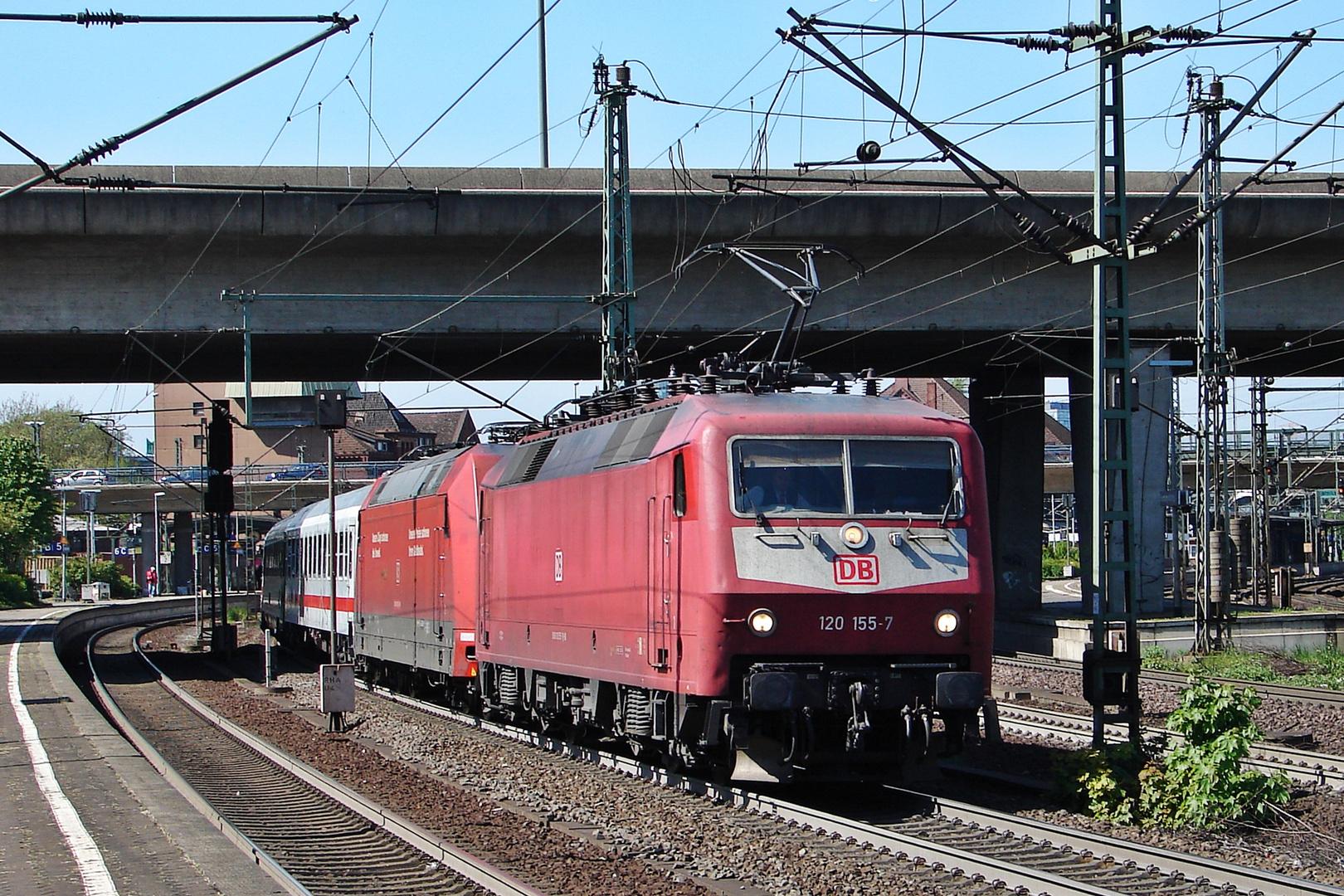 im Bahnhof Hamburg-Harburg