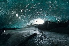 Im Banne der Gletschereishöhlen...