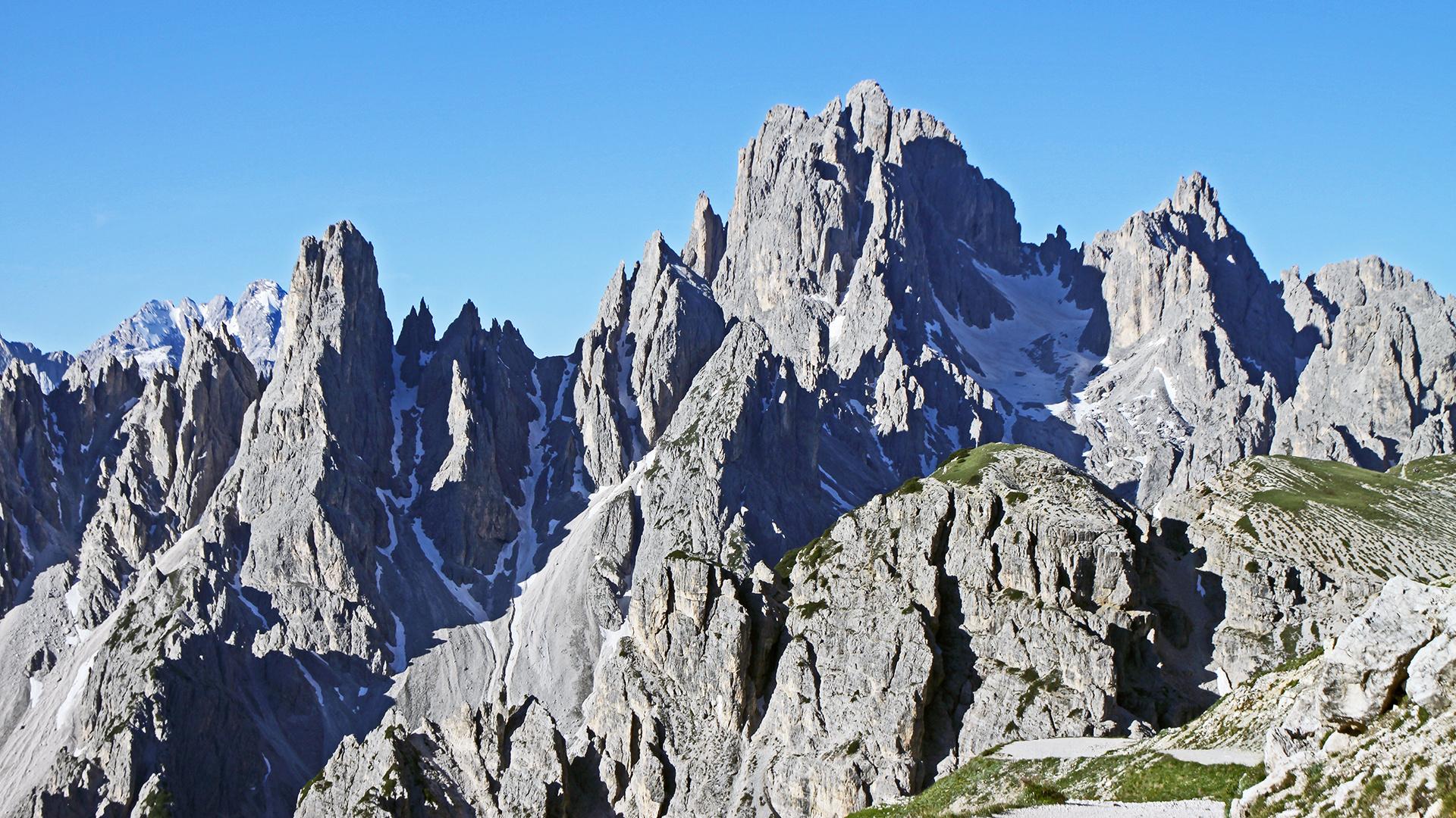 Im Banne der herrlichen Cadinigruppe in den Dolomiten kann man zweimal sein...