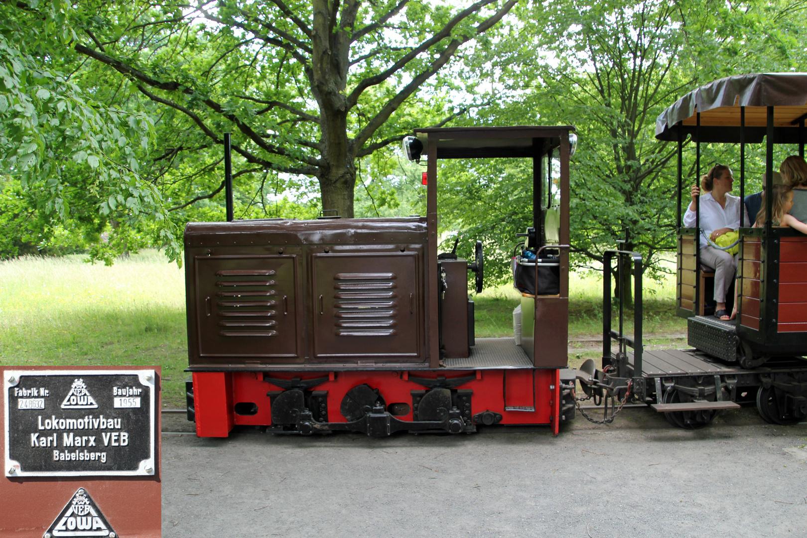 Im Britzer Garten Berlin Foto Bild Schmalspur Eisenbahn Verkehr Fahrzeuge Bilder Auf Fotocommunity