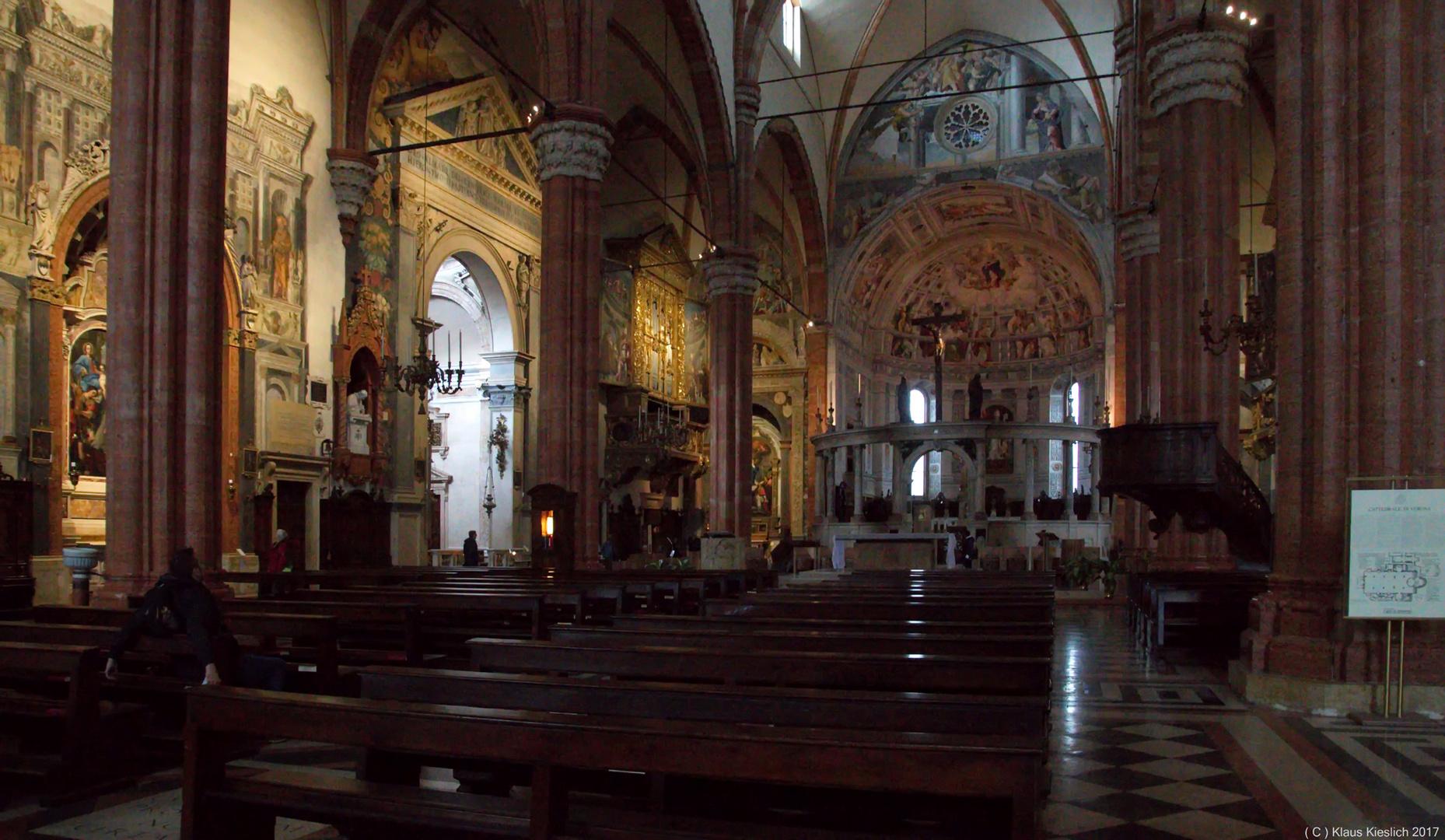 Im Dom Santa Maria Matricolare in Verona