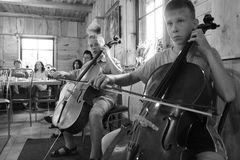 ... im Dorf musizieren