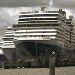 im Dreierpack - Passagierschiffe im Kieler Hafen