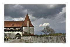 im ersten Burghof...