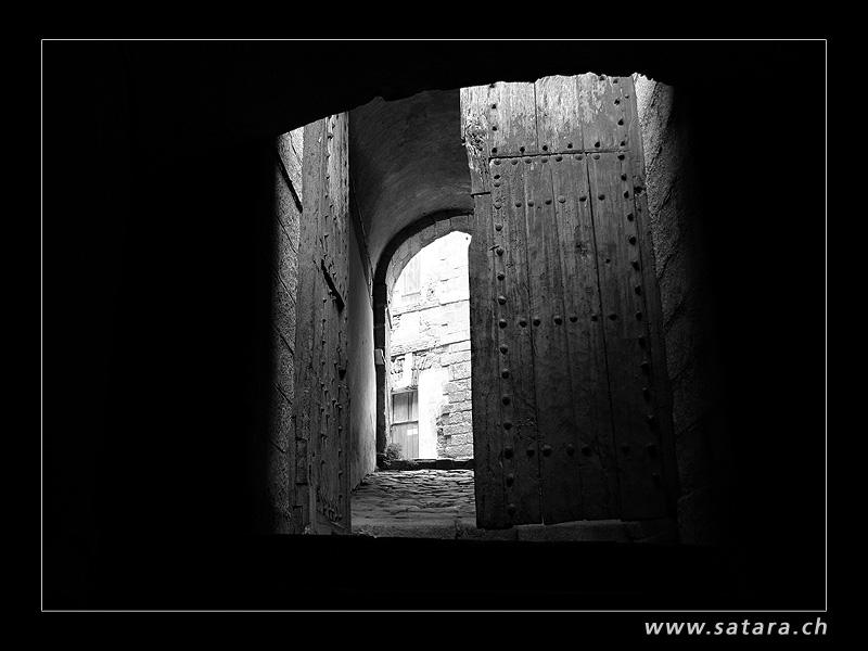 Im Fort de Bellegarde...
