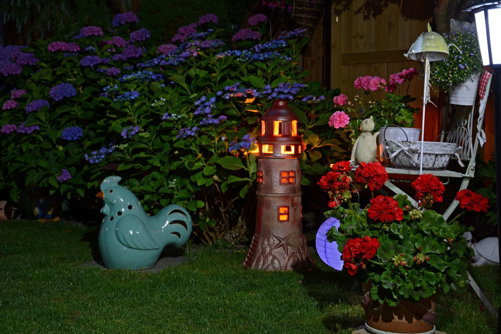 im garten bei nacht foto bild lampen und leuchten alltagsdesign j rg hausig bilder auf. Black Bedroom Furniture Sets. Home Design Ideas