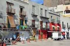 Im Hafengebiet von Lipari-Stadt