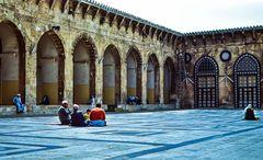Im Hof der Mosche.            .120_3864