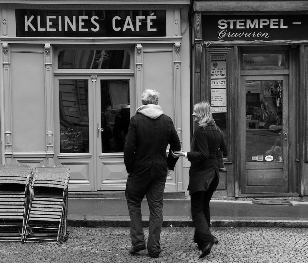 * im kleinen café*