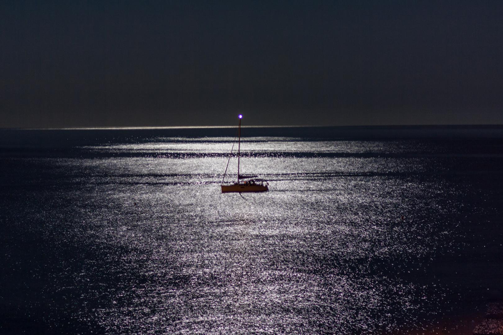 Im Mondschein auf dem Mittelmeer