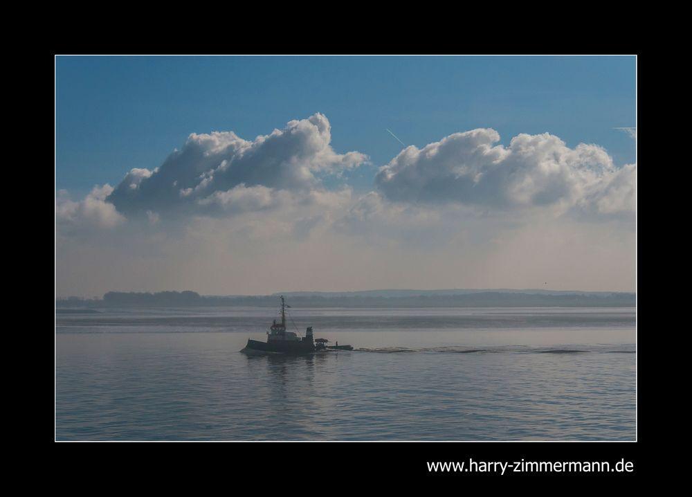 im Nebel vor Cuxhaven