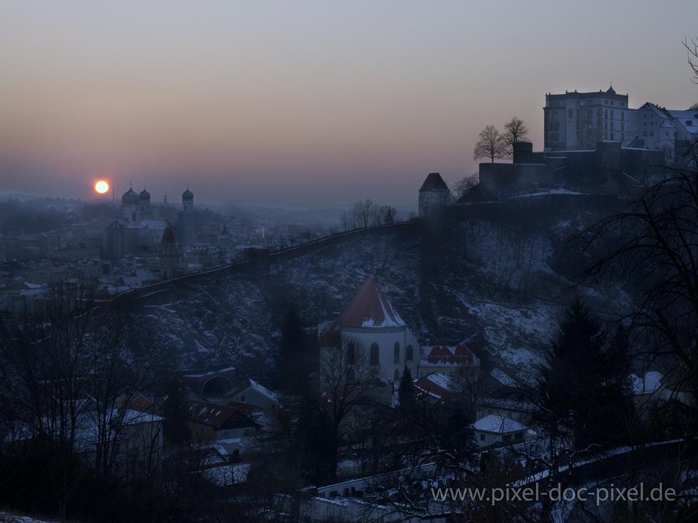 Im Osten Geht Die Sonne Auf Im Westen Geht Sie Unter Foto Bild