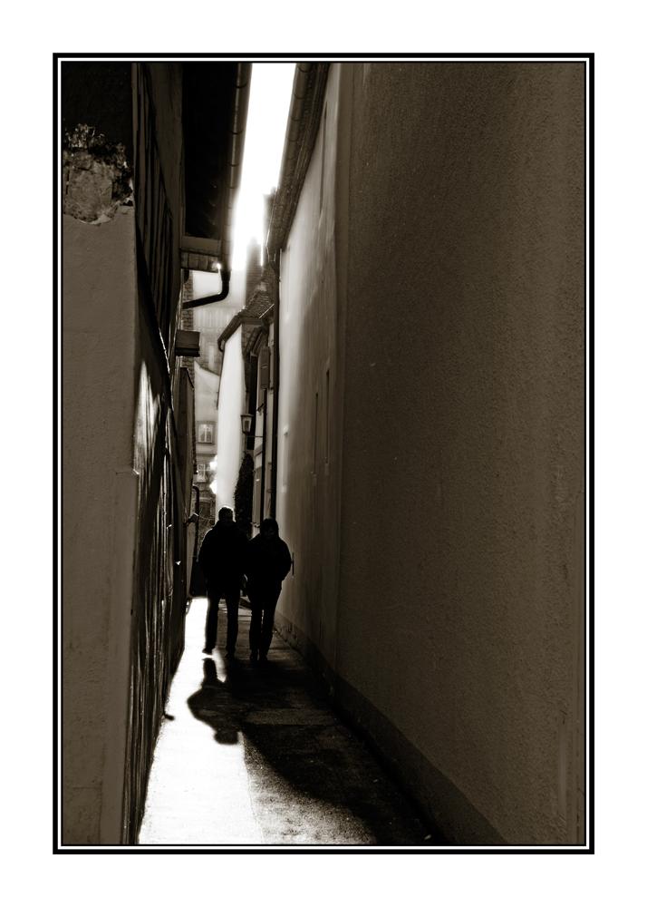Im Schatten der Anonymität