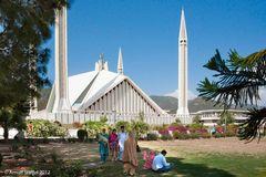 Im Schatten der Faisal Moschee - Islamabad