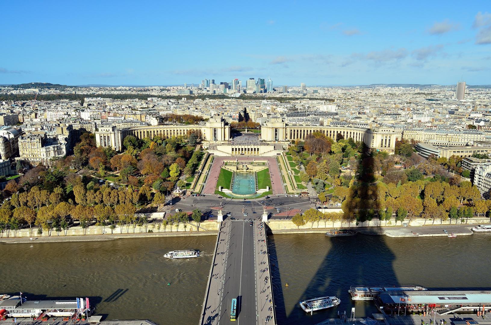 Im Schatten des Eiffelturms