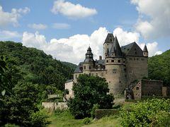 Im Sommer sieht Schloss Bürresheim am schönsten aus