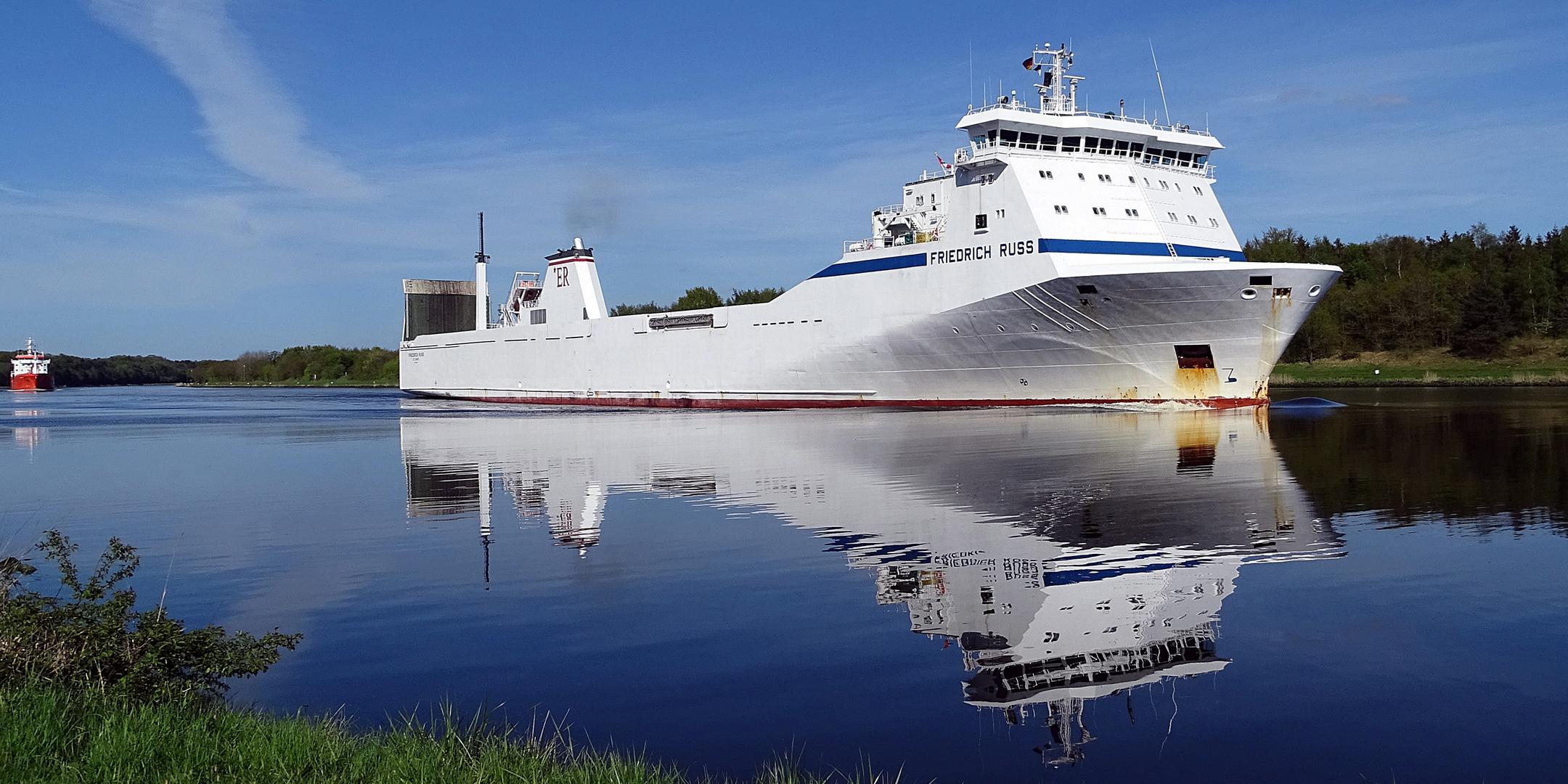 im Spiegel des Nord-Ostsee-Kanales