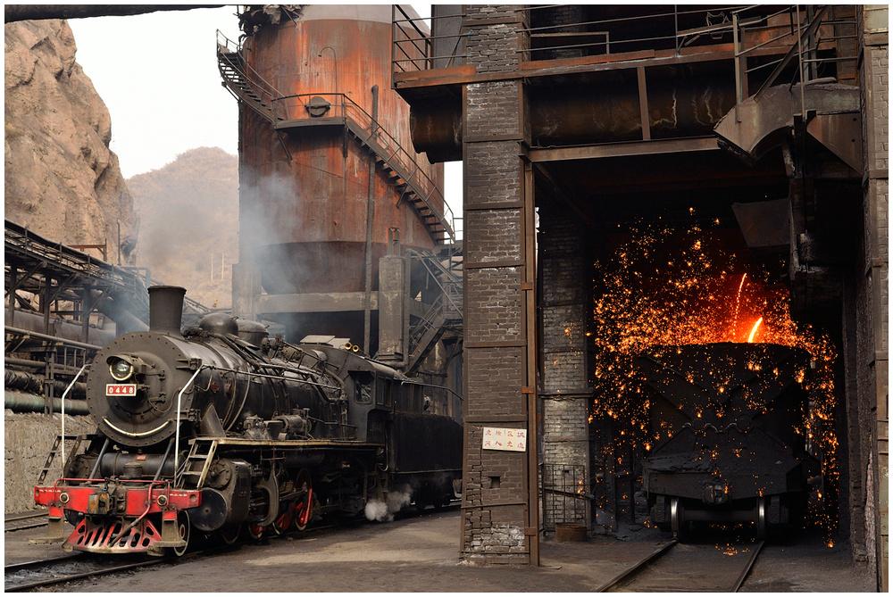 Im Stahlwerk I - Roheisenabstich