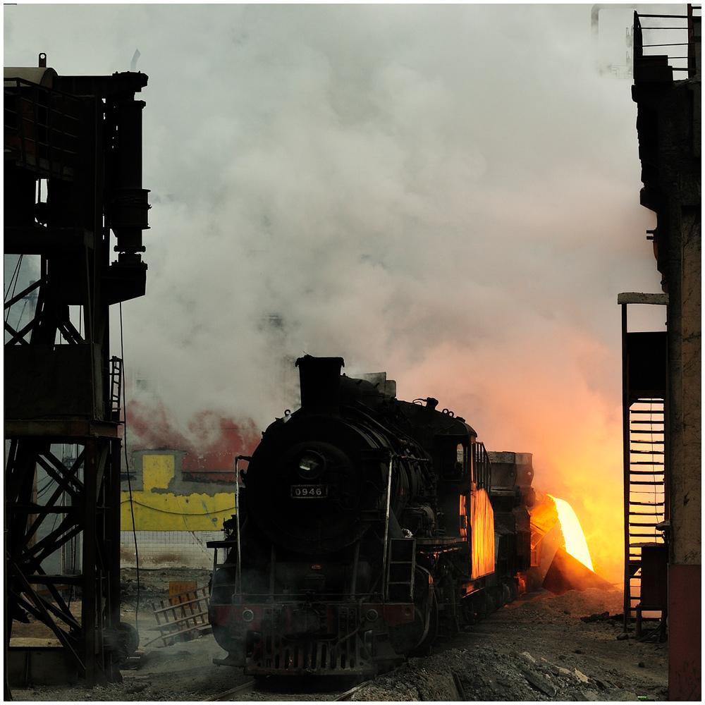 Im Stahlwerk V - Schlackekippen an der Nassgranulierung II