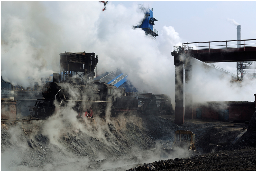 Im Stahlwerk XV - Lok im Dampf
