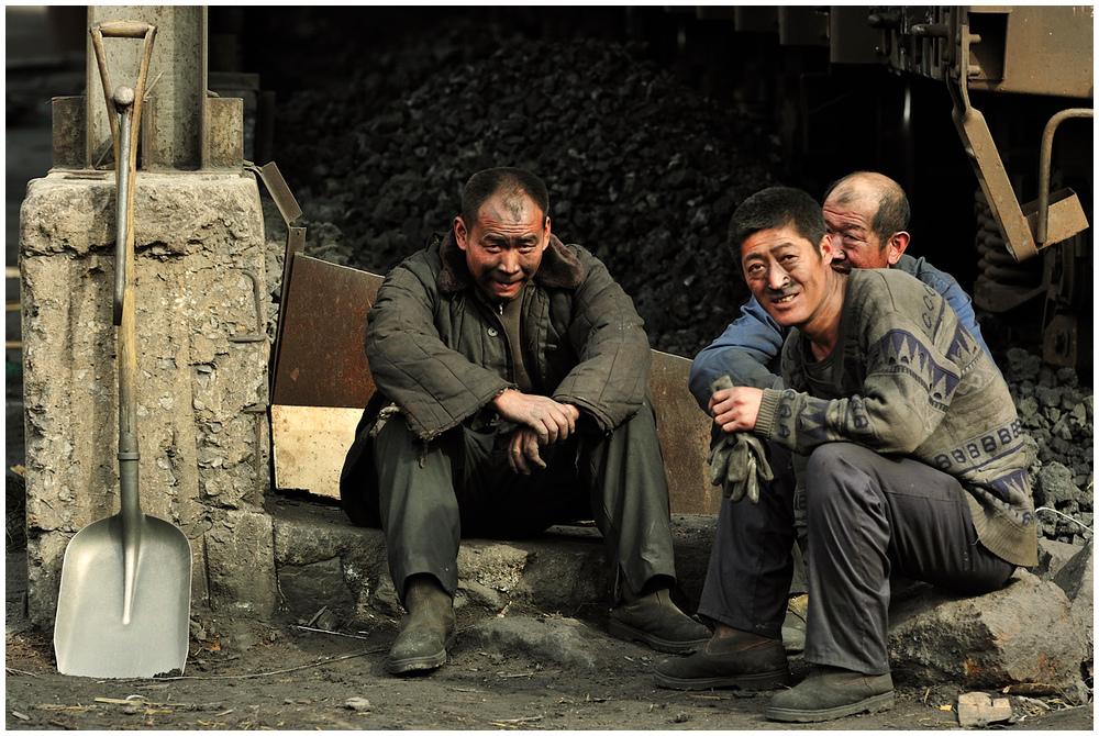 Im Stahlwerk XXVIII - Die Drei von der Koksentladung