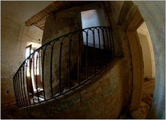 ... im Treppenhaus ...