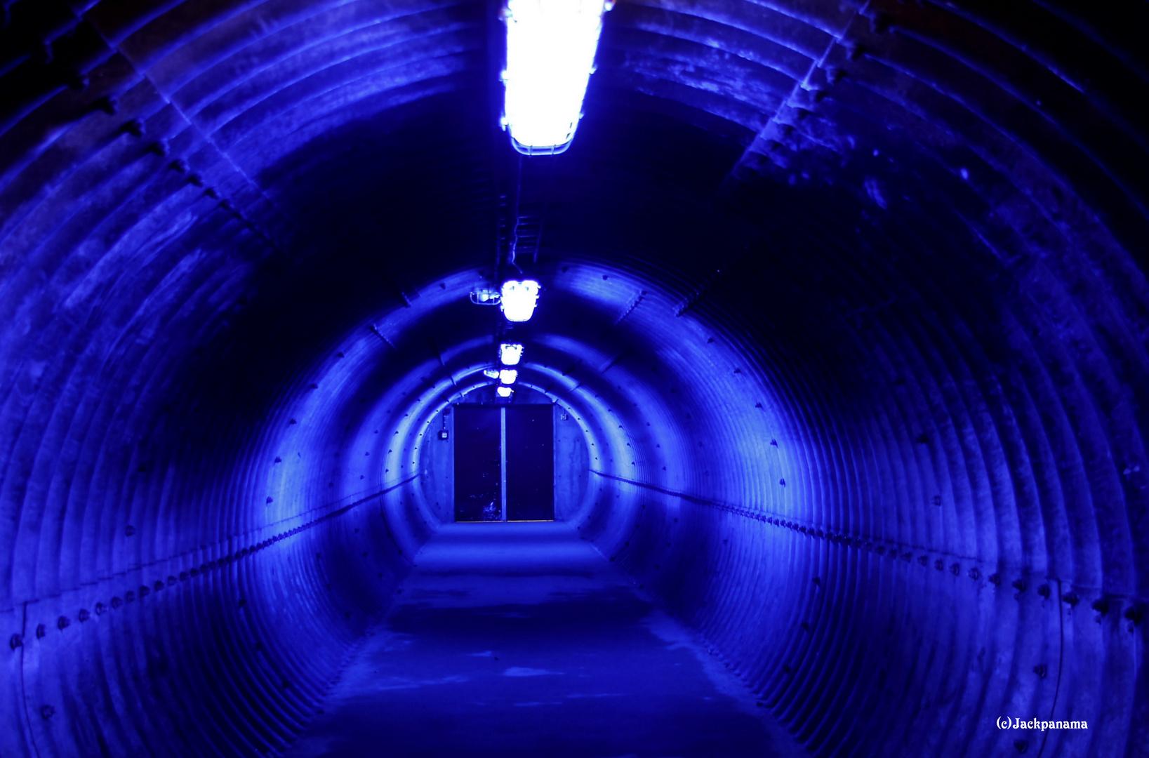 Im Tunnel Kokerei Zollverein (2)  in Essen
