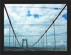Im Visier :  Es ist besser Brücken zu bauen als Mauern