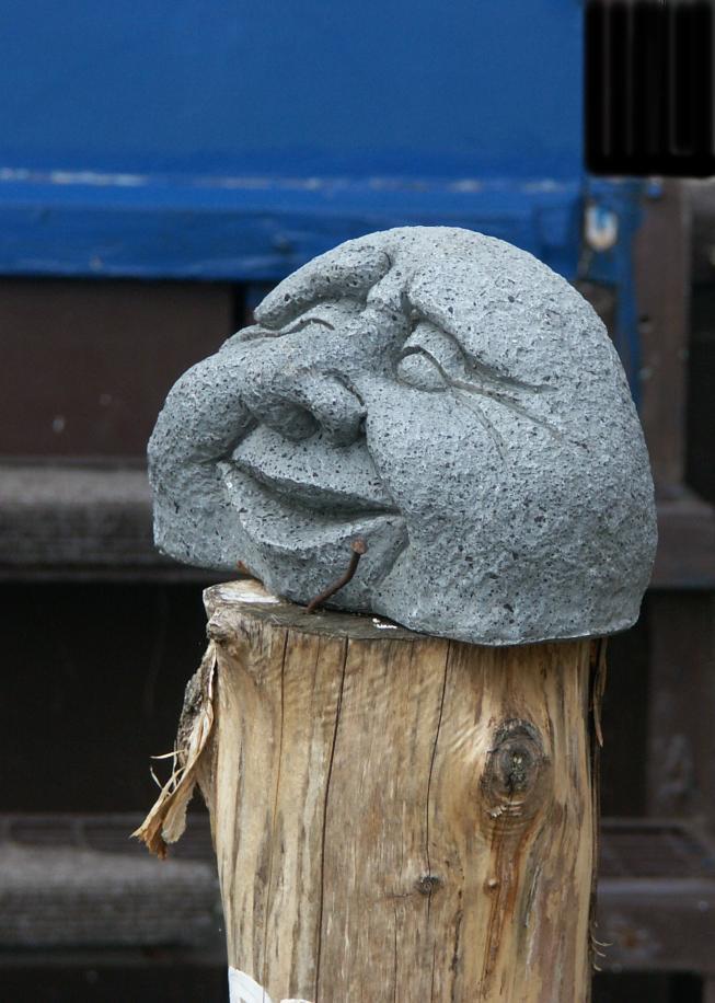 Im Vorgarten eines Bildhauers